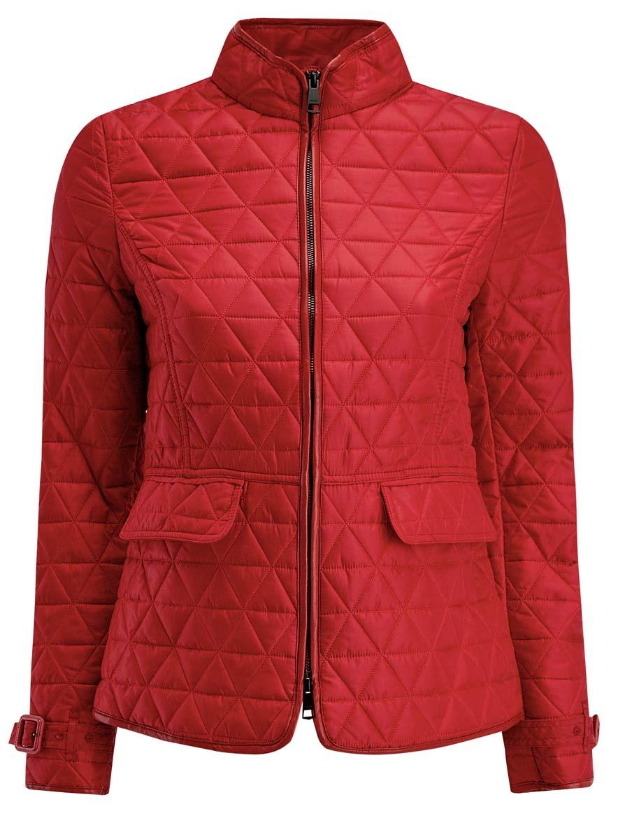 Куртка28304006/43618/7900NЖенская куртка oodji Collection выполнена из 100% полиэстера. В качестве подкладки и наполнителя также используется полиэстер. Модель с воротником-стойкой застегивается на застежку-молнию с двумя бегунками и имеет внутреннюю ветрозащитную планку. Объем по низу рукава регулируется за счет ремешка с пряжкой. В среднем шве спинки расположена небольшая шлица. Спереди расположены два прорезных кармана с клапанами. Куртка декорирована элементами из искусственной кожи.