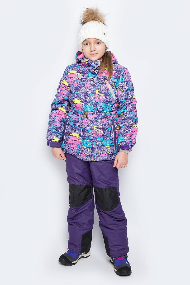 Комплект одежды16/OA-1SU426-2Яркий комплект для девочки Oldos Active Софи, состоящий из куртки и полукомбинезона, идеально подойдет для ребенка в холодную погоду. Комплект выполнен из водонепроницаемой и ветрозащитной ткани. Водо- и грязеотталкивающее покрытие Teflon повышает износостойкость модели, что обеспечивает ей хороший внешний вид на всем протяжении носки. В качестве наполнителя используется холлофан - легкий антиаллергенный материал, который обладает отличной терморегуляцией. Изделие легко стирается и быстро сохнет. Куртка с капюшоном и воротником-стойкой застегивается на пластиковую молнию с защитой подбородка. Модель оснащена двумя ветрозащитными планками, внешняя пристегивается на застежки-липучки и кнопки. Подкладка курточки (кроме рукавов) выполнена из теплого и мягкого флиса. Регулируемый капюшон, дополненный по краю эластичным шнурком со стопперами, пристегивается к куртке с помощью молнии и кнопок. Края рукавов присборены на резинки и дополнены хлястиками на липучках. На рукавах...
