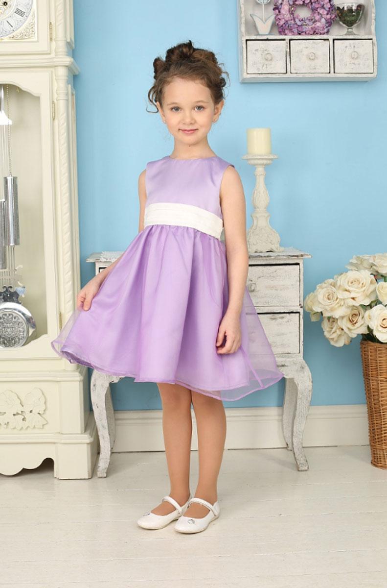 185903Яркое платье для девочки Sweet Berry станет отличным дополнением к гардеробу вашей модницы. Платье изготовлено из полиэстера на подкладке из натурального хлопка, оно мягкое и очень приятное на ощупь, не сковывает движения и позволяет коже дышать, не раздражает даже самую нежную и чувствительную кожу ребенка, обеспечивая наибольший комфорт. Платье с круглым вырезом горловины имеет слегка завышенную линию талии. Модель на спинке застегивается на молнию, что помогает с легкостью переодеть ребенка. Пояс контрастного цвета собран в равномерные складки, сзади завязывается на бант. Верхняя часть объемной многослойной юбки выполнена из органзы, верх платья и нижняя юбка - из атласа. На подъюбнике предусмотрена оборка из сетки, придающая объем. Такое красивое и яркое платье идеально подойдет для праздничных мероприятий. В нем каждая девочка почувствует себя настоящей принцессой, и всегда будет в центре внимания!