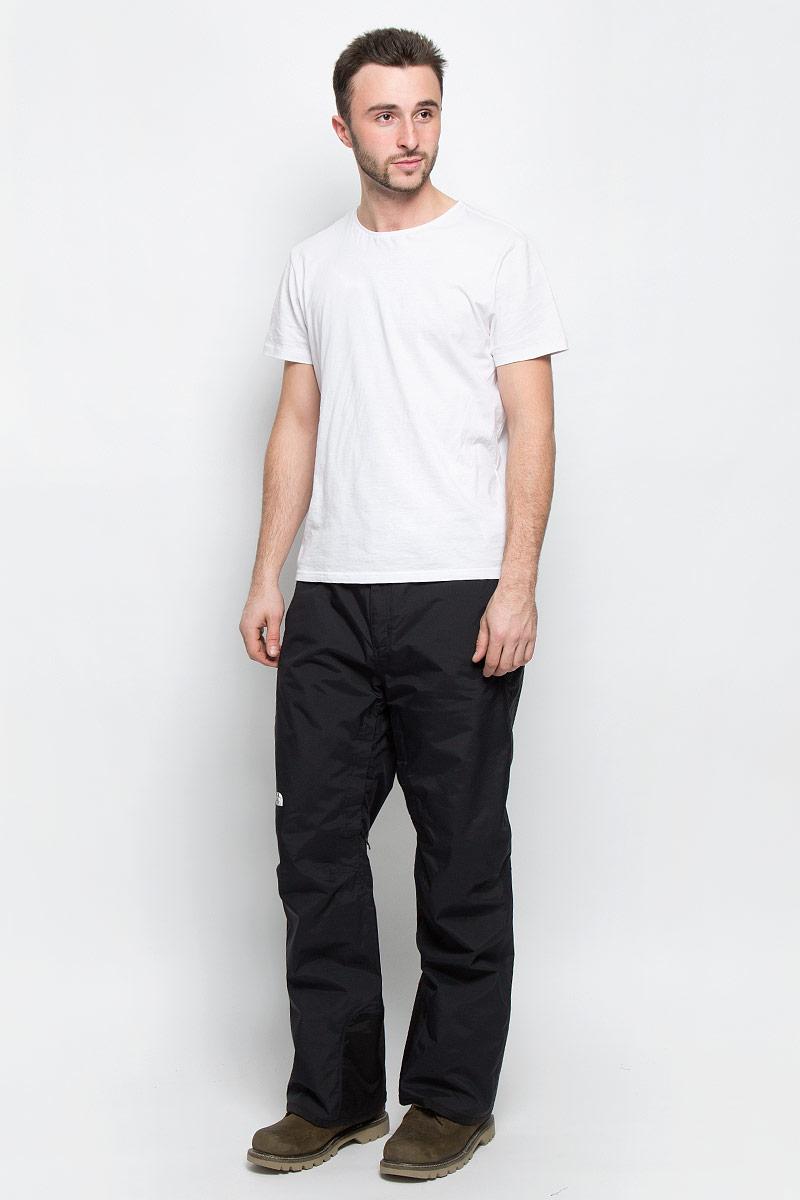 Брюки утепленныеT92UA9H2GУтепленные мужские брюки The North Face Chavanne выполнены из нейлона. Материал изготовлен с применением технологии DryVent, которая обеспечивает превосходные водонепроницаемые и дышащие свойства и остается сухой как изнутри, так и снаружи. Подкладка выполнена из нейлона и дополнена вставками из полиэстера. Модель прямого кроя и стандартной посадки застегиваются на две копки на поясе и имеют ширинку на застежке-молнии. На талии имеются шлевки для ремня. Низ брючин дополнен внутренними манжетами с эластичными резинками. Спереди брюки дополнены двумя втачными карманами на застежках-молниях. Брюки оснащены вентиляционными отверстиями с сетчатыми вставками на застежках-молниях, которые расположены на внутренней поверхности в области бедер.