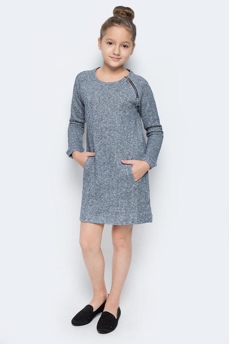 DK-617/076-6414Стильное платье для девочки выполнено их хлопка с добавлением полиэстера. Модель мини-длины с круглым вырезом горловины и длинными рукавами-реглан дополнена двумя врезными карманами. Модель имеет небольшую застежку-молнию, которая расположена у горловины спереди.
