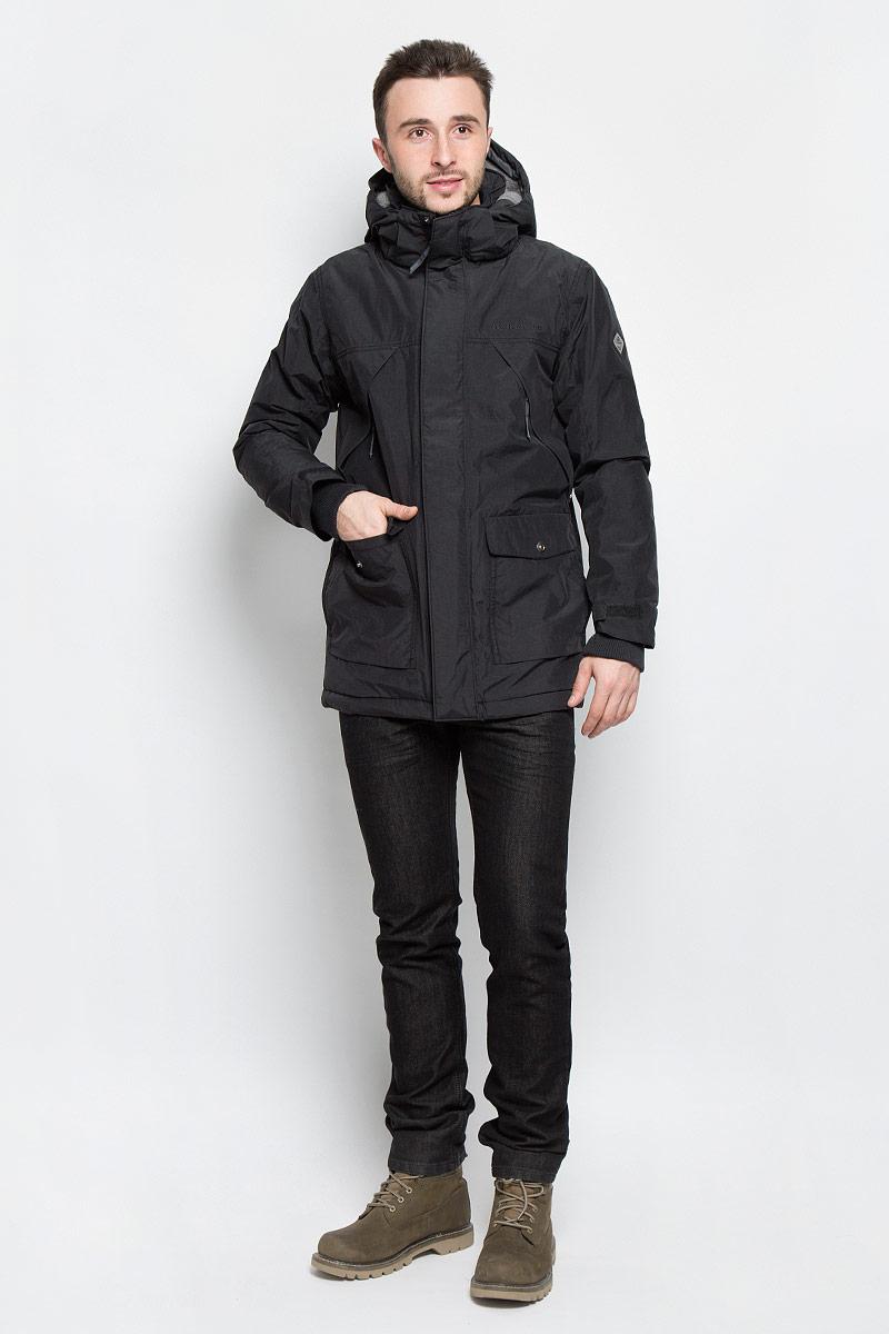 500976_053Модная мужская куртка Didriksons1913 Mike изготовлена из ветронепроницаемой дышащей ткани - высококачественного полиамида с утеплителем из 100% полиэстера (240 г/м2). Технология Storm System обеспечивает 100% водонепроницаемость и защиту от любых погодных условий. Швы проклеены. Подкладка выполнена из полиамида, на спинке и капюшоне из искусственного меха. Модель с воротником-стойкой и съемным капюшоном застегивается на молнию и дополнительно на двойной ветрозащитный клапан с кнопками. Капюшон регулируется при помощи резинки со стоперром и пристегивается при помощи кнопок. Спереди изделие дополнено двумя накладными карманами, закрывающимися на клапаны с кнопками, на груди - двумя врезными карманами на застежках-молниях, скрытыми планкой, с внутренней стороны - одним накладным карманом и одним врезным карманом на молнии с отверстием для МР-3. Манжеты рукавов дополнены трикотажными напульсниками с отверстиями для больших пальцев. Ширина рукавов регулируются с помощью хлястиков с...