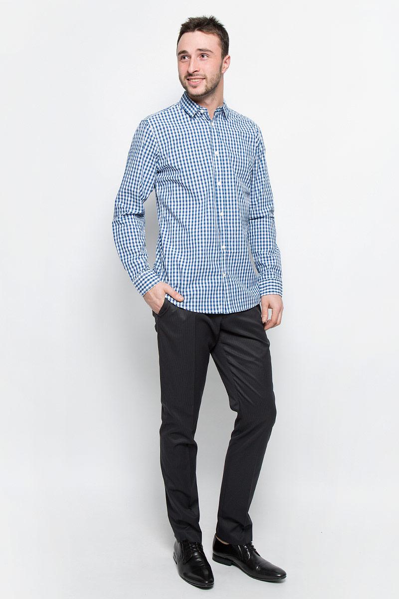 РубашкаSKL2116BIСтильная мужская рубашка Top Secret, изготовленная из высококачественного хлопка. Модная рубашка свободного кроя с отложным воротником, длинными рукавами и полукруглым низом застегивается на пластиковые пуговицы. Длинные рукава дополнены манжетами на пуговицах.