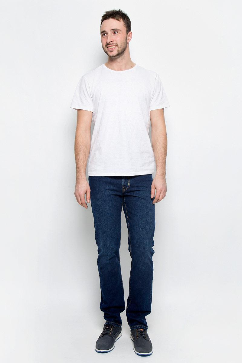 265038_0965/L_Blue denim Sesto, w.darkМужские джинсы F5 выполнены из высококачественного натурального хлопка. Джинсы прямого кроя и стандартной посадки застегиваются на пуговицу в поясе и ширинку на застежке-молнии, дополнены шлевками для ремня. Джинсы имеют классический пятикарманный крой: спереди модель дополнена двумя втачными карманами и одним маленьким накладным кармашком, а сзади - двумя накладными карманами.
