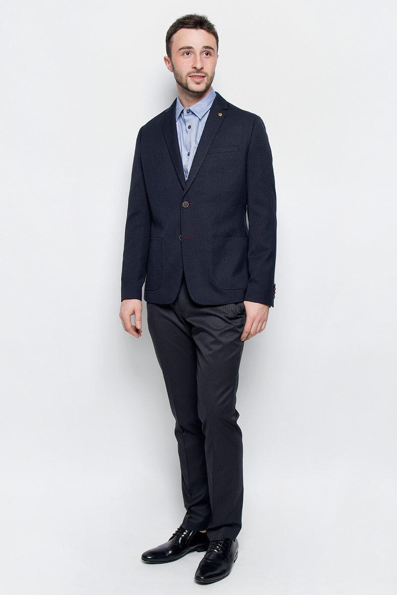 MX3023579_MN_BLZ_008Классически мужской пиджак Mexx выполнен из полиэстера с добавлением вискозы. В качестве подкладки используется полиэстер. Модель с отложным воротником с лацканами и длинными рукавами застегивается на две пуговицы. Низ рукавов дополнен имитацией застежку на пуговицы. Спереди расположено два накладных кармана и один нагрудный прорезной карман, а с внутренней стороны - два прорезных кармана на пуговицах. В среднем шве спинки обрабонаша шлица. Пиджак оформлен символикой бренда.