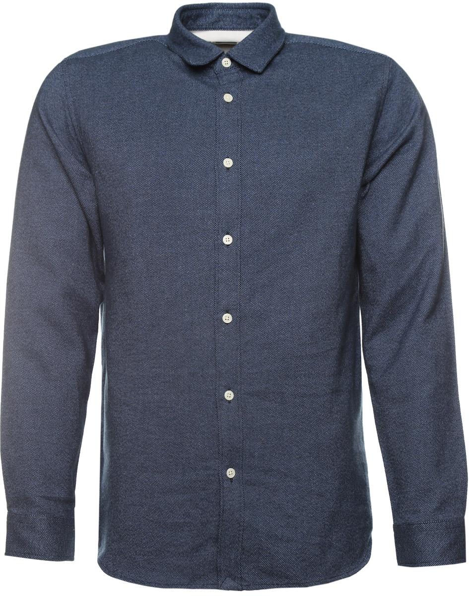 16053232_Dark NavyСтильная мужская рубашка Selected Homme изготовлена из высококачественного хлопка. Рубашка с отложным воротником и длинными рукавами застегивается на пуговицы по всей длине. На манжетах и воротнике предусмотрены застежки-пуговицы. Оформлено изделие принтом в мелкую крапинку.