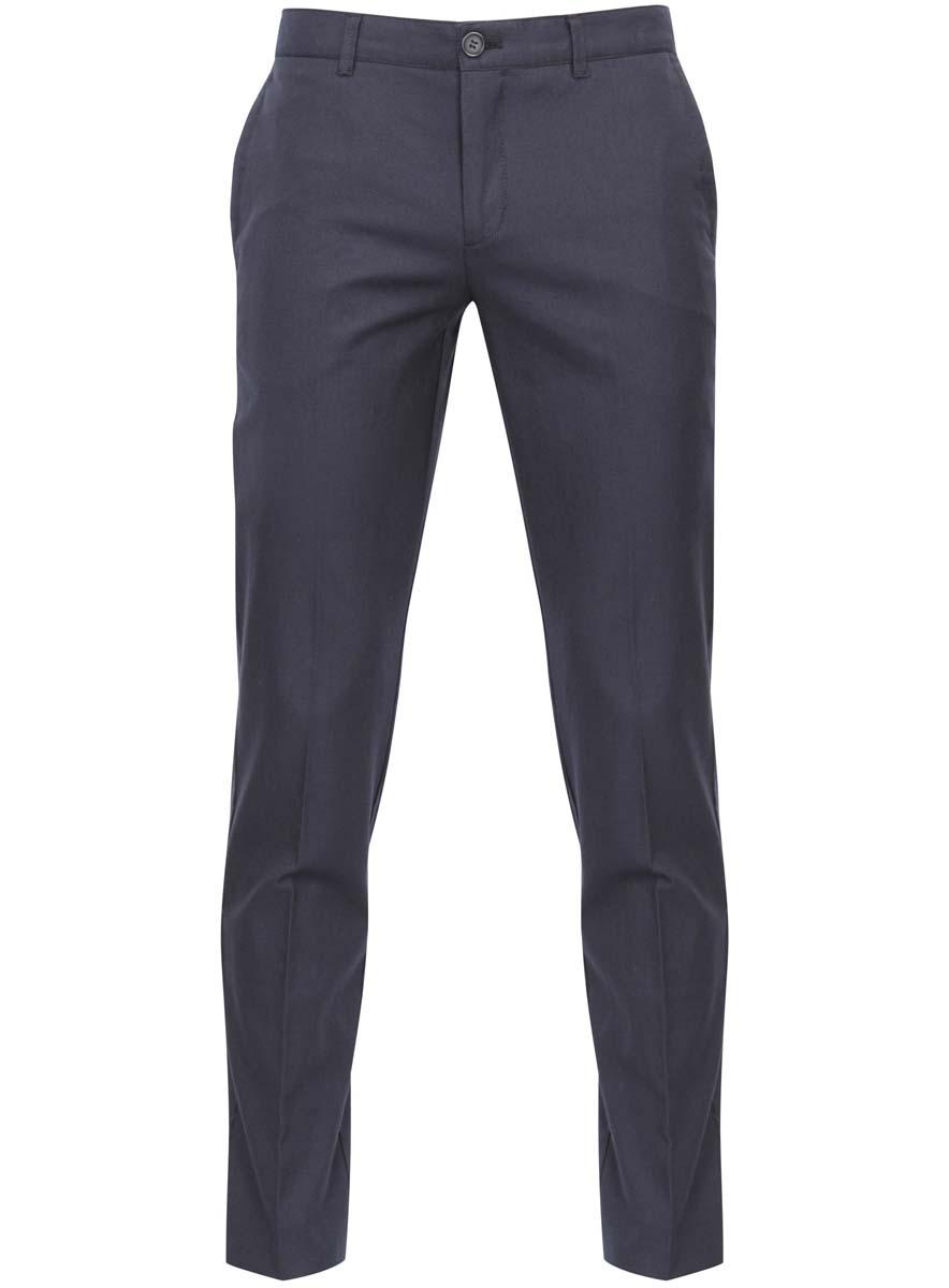 Брюки2L200154M/39019N/7979OМужские брюки oodji выполнены из натурального хлопка. Модель застегивается на пуговицу в поясе и ширинку на молнии. Имеются шлевки для ремня. Спереди расположены два втачных кармана, сзади - два прорезных кармана.