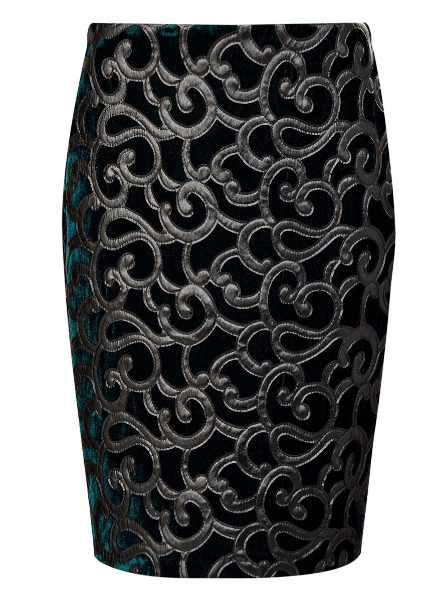 24101045-2/46067/2900NЮбка oodji Collection выполнена из велюра и оформлена узорной отделкой из искусственной кожи. Юбка-карандаш длины миди сзади дополнена застежкой-молнией и разрезом.