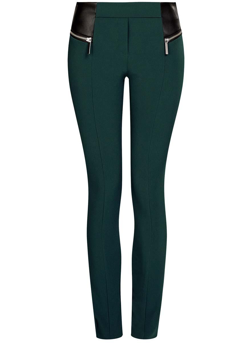 21707013/42250/2900NСтильные женские брюки oodji Collection изготовлены из качественного хлопка с добавлением эластана. Модель-слим со стандартной посадкой выполнена в лаконичном стиле. Брюки не имеют застежки и дополнены в поясе по спинке эластичной резинкой. Спереди изделие оформлено имитацией ширинки и стильными вставками из искусственной кожи с декоративными молниями.