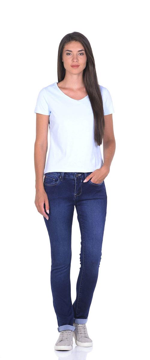 Джинсы10776_MSСтильные женские джинсы Montana - отличная модель на каждый день, которая прекрасно вам подойдет. Изделие изготовлено из хлопка с добавлением полиэстера и спандекса. Джинсы- слим на талии застегиваются на металлическую пуговицу, также имеются ширинка на застежке- молнии и шлевки для ремня. Спереди модель дополнена двумя втачными карманами и одним маленьким накладным кармашком, а сзади - двумя накладными карманами. Модель оформлена контрастной прострочкой и эффектом состаривания денима.