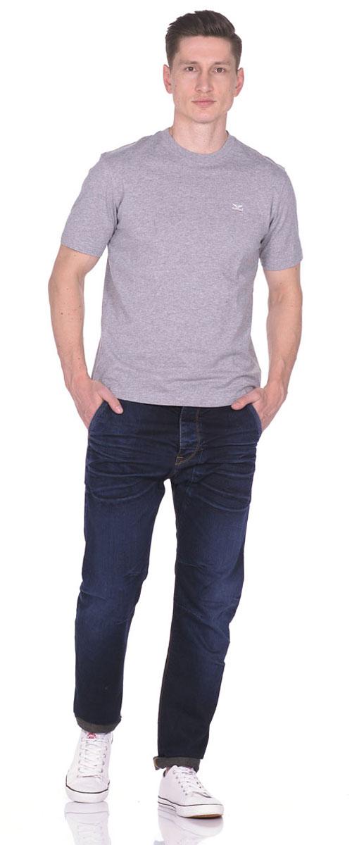 21082_GreyСтильная мужская футболка Montana изготовлена из натурального хлопка тактильно приятная, не сковывает движения и хорошо пропускает воздух. Футболка с круглым вырезом горловины и короткими рукавами оформлена небольшой надписью с названием бренда.
