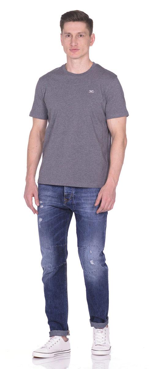 Футболка21082_GreyСтильная мужская футболка Montana изготовлена из натурального хлопка тактильно приятная, не сковывает движения и хорошо пропускает воздух. Футболка с круглым вырезом горловины и короткими рукавами оформлена небольшой надписью с названием бренда.