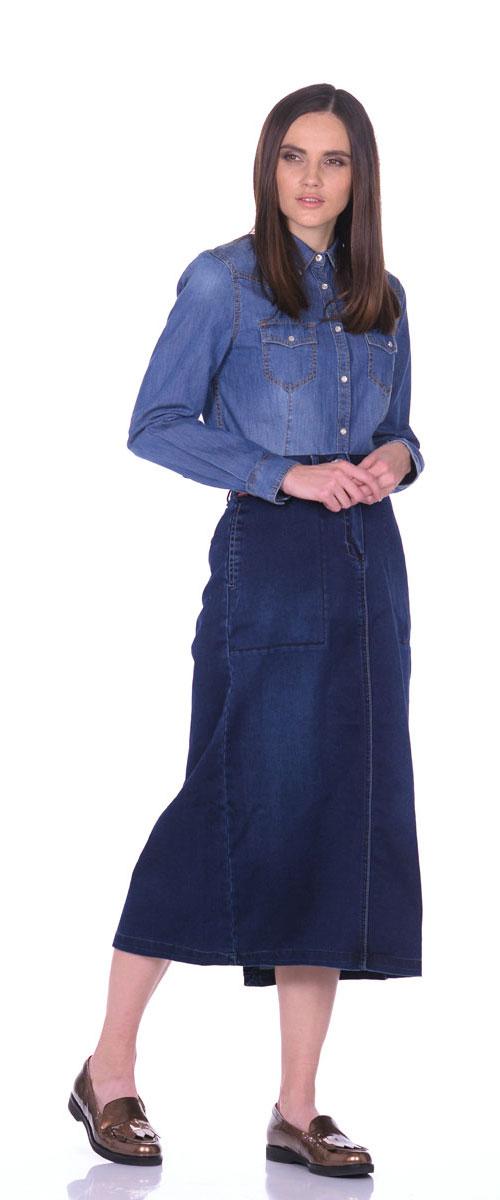 Юбка13553_Dark StoneДжинсовая юбка Montana выполнена из сочетания высококачественных материалов. Модель классического прямого кроя застегивается на ширинку-молнию и две металлические пуговицы, также в поясе имеются шлевки для ремня. Стильная и практичная в носке юбка оформлена двумя прорезными карманами спереди и двумя прорезными карманами с клапанами на кнопках сзади. Модель дополнена большим разрезом.