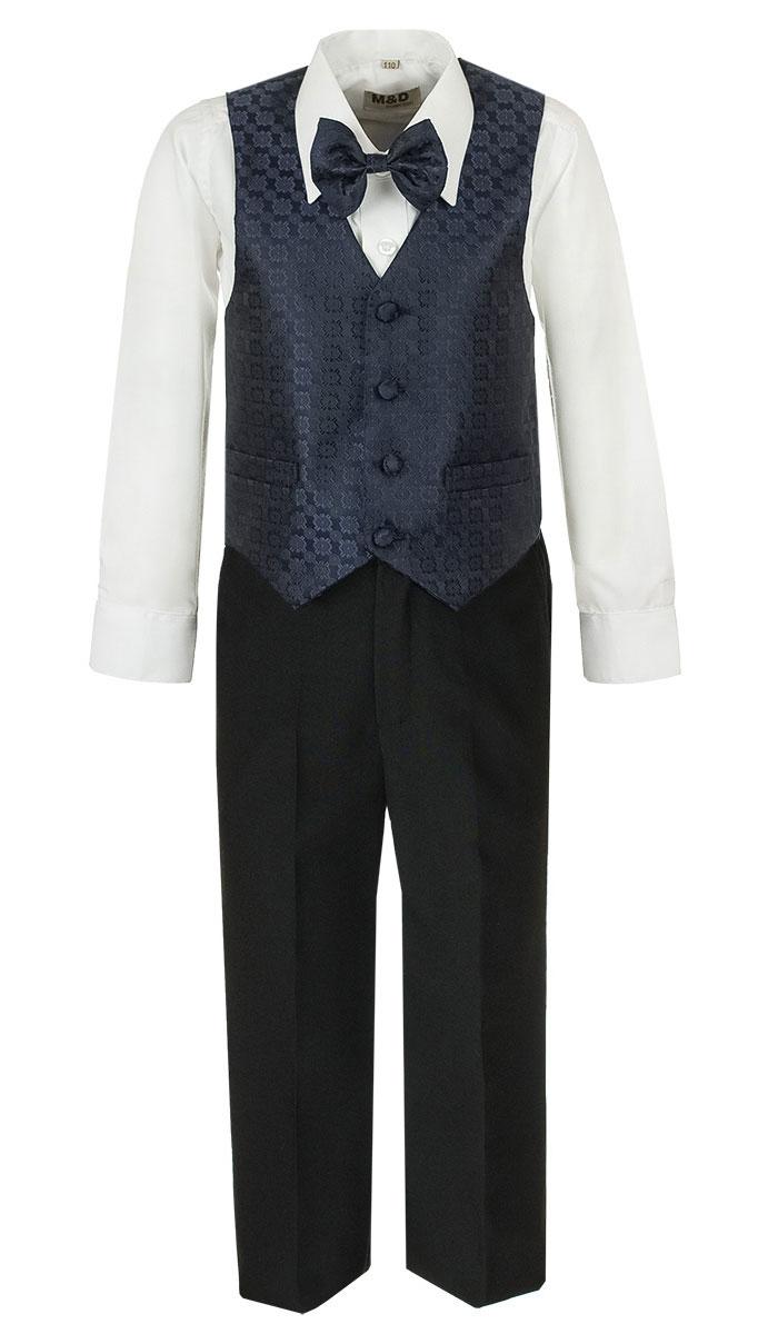 HWI170051-29Костюм для мальчика M&D изготовлен из полиэстера с добавлением модала и хлопка. Костюм включает в себя рубашку, брюки, жилет и галстук-бабочку. Рубашка с отложным воротником и длинными рукавами застегивается на пуговицы. Манжеты рукавов оснащены застежками-пуговицами. На груди расположен накладной карман. Брюки классического кроя и стандартной посадки застегиваются на пуговицу в поясе и ширинку на застежке-молнии. На поясе имеются шлевки для ремня. Пояс по бокам присборен на резинки. Брюки дополнены втачными карманами. Жилет с V-образным вырезом горловины застегивается на пуговицы. Спереди расположены два прорезных кармана. Галстук-бабочка оснащен эластичной резинкой. Жилет и галстук-бабочка оформлены оригинальным принтом.