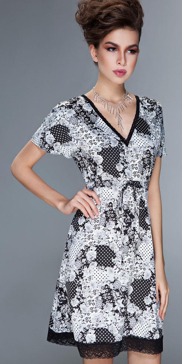 Ночная рубашкаBB142Ночную сорочку с короткими рукавами Montenegro от итальянской марки Brabra Bettoni отличает оригинальный принт с эффектом печворк (patchwork - лоскутное шитье), объединяет в себе разнообразные цветочные мотивы и эффектный рисунок в горошек. Классическое сочетание белого и черного цвета придает сложному рисунку стильную строгость и лаконичность. Отделка кружевной тесьмой ворота и по низу подола подчеркивает женственность и кокетливый шарм.