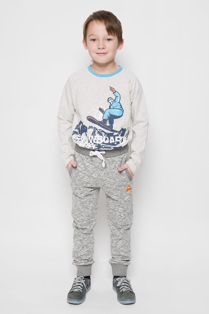 Брюки15В00010700/MDNY_CLUBСпортивные брюки для мальчика выполнены из хлопка с добавлением полиэстера. Модель на талии имеет широкую резинку, дополненную шнурком. Спереди брюки дополнены двумя врезными карманами. Низ брючин дополнен широкими манжетами.