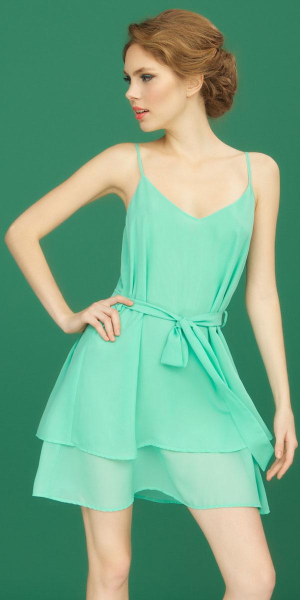 ПлатьеBB153Платье Vienna от итальянской марки Barbara Bettoni, выполненное из легкого шифона нежного мятного оттенка, подчеркивает легкость и воздушность коллекции. Модель на тонких бретелях дополнена поясом.