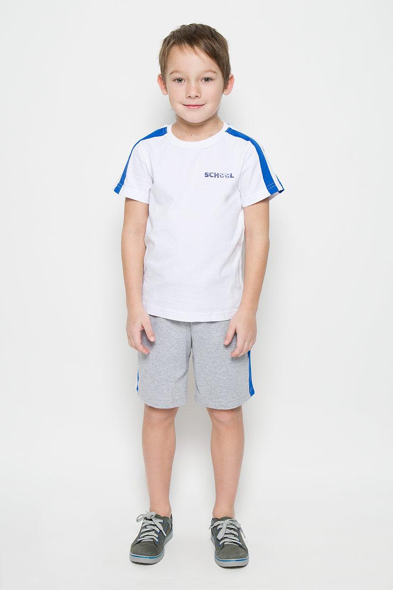 6457Спортивный костюм для мальчика, состоящий из футболки и шорт, станет отличным дополнением к детскому гардеробу. Футболка выполнена из натурального хлопка, шорты из хлопка с добавлением полиэстера. Футболка классического кроя с короткими рукавами и круглым вырезом горловины. Шорты прямого покроя благодаря мягкому эластичному поясу, регулируемому шнурком, не сдавливают животик малыша и не сползают, обеспечивая ему наибольший комфорт.