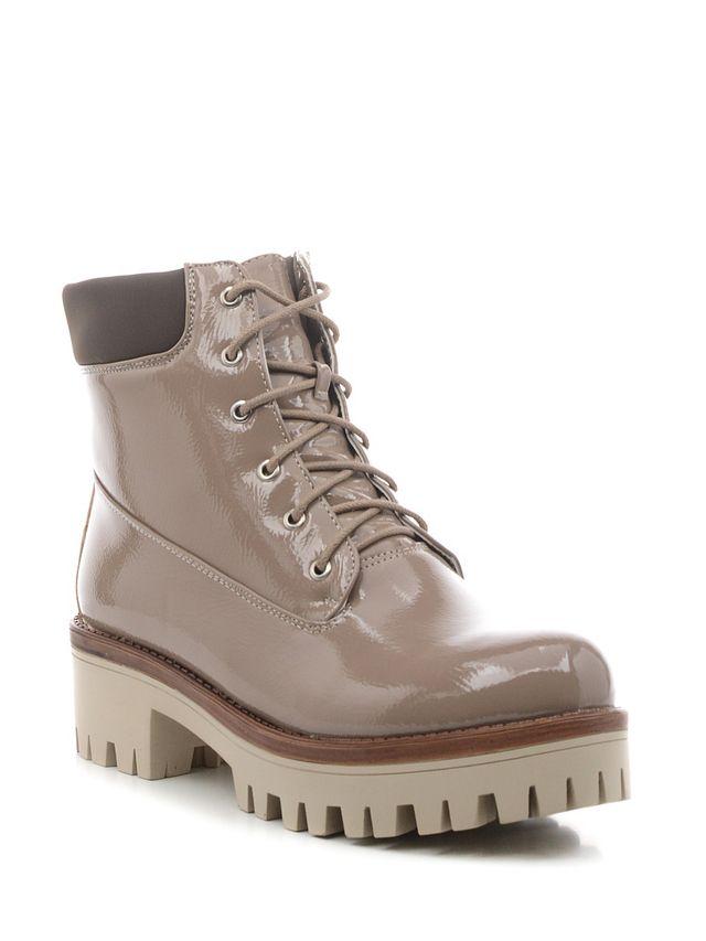 Ботинки16505Z-1-1FСтильные женские ботинки Daze выполнены из искусственной кожи. Подошва оснащена рифлением. Удобная шнуровка надежно фиксирует модель на ноге. Такие ботинки отлично подойдут для тех, кто хочет подчеркнуть свою индивидуальность.