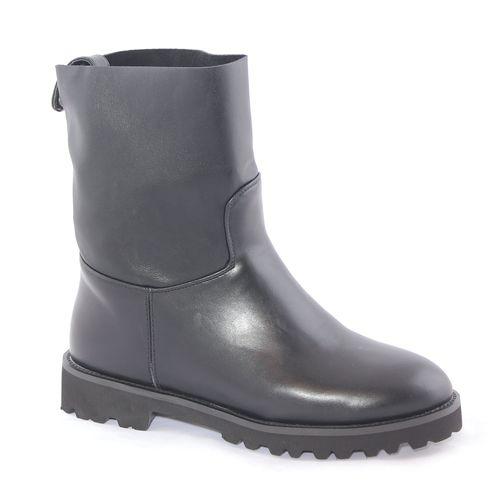 Ботинки16117Z-1-1LСтильные женские ботинки Daze выполнены из искусственной кожи. Подошва оснащена рифлением. Такие ботинки отлично подойдут для тех, кто хочет подчеркнуть свою индивидуальность.