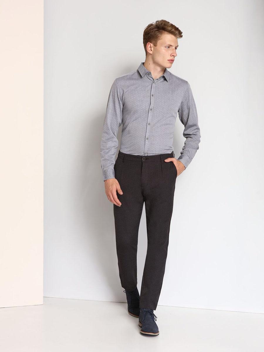 РубашкаSKL2120SZМужская рубашка выполнена из хлопка и оформлена мелким принтом. Спереди изделие застегивается на пуговицы. Модель со стандартным длинным рукавом и отложным воротником.