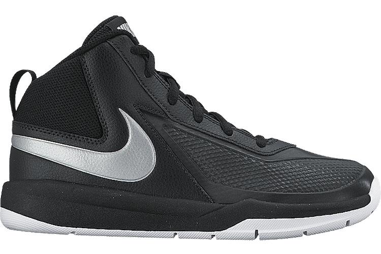 747998-001Кроссовки Nike Team Hustle D с мягким прочным верхом обеспечивают комфортную поддержку и фиксацию, гарантируя отличные результаты игры. Глубокие эластичные желобки обеспечивают гибкость и сцепление. Перфорированные вставки повышают воздухопроницаемость. Зигзагообразная резиновая подошва обеспечивает износостойкость.