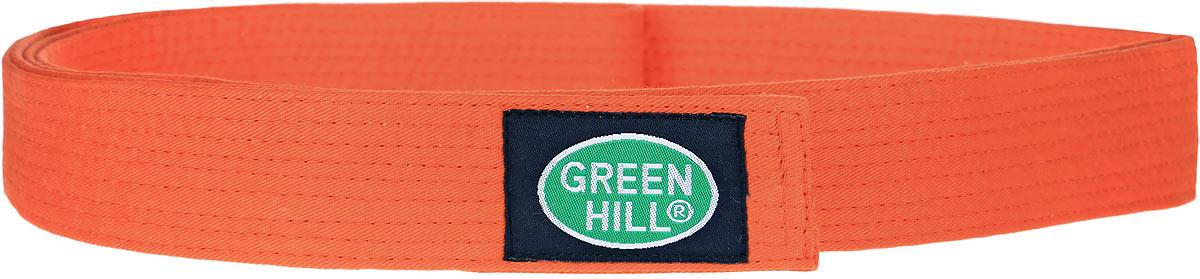 G-1014HПояс для карате Green Hill - универсальный пояс для кимоно. Пояс выполнен из плотного хлопкового материала с многорядной прострочкой. Модель дополнена текстильной нашивкой с названием бренда.