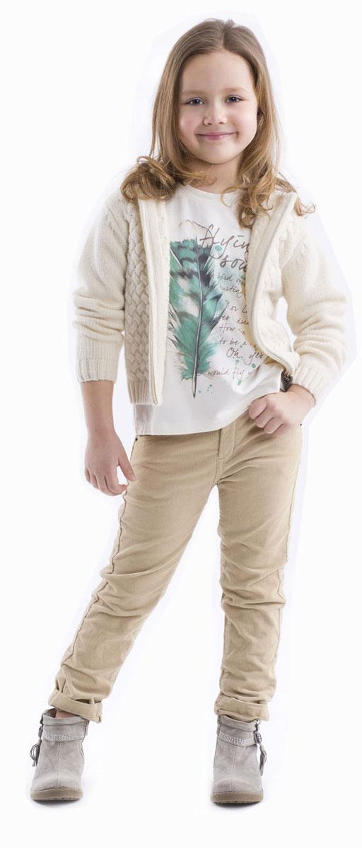 Футболка с длинным рукавом21602GMC1201Детские футболки - основа повседневного гардероба! Удобные и красивые, стильные трикотажные футболки способны добавить образу изюминку, а также подарить комфорт и свободу движений. Если вы хотите приобрести модную и удобную вещь на каждый день, вам стоит купить футболку с длинным рукавом.Трапециевидный силуэт, отрезная кокетка на спинке, позволяющая создать легкую сборку, крупный выразительный принт на передней части модели делают футболку женственной и интересной.