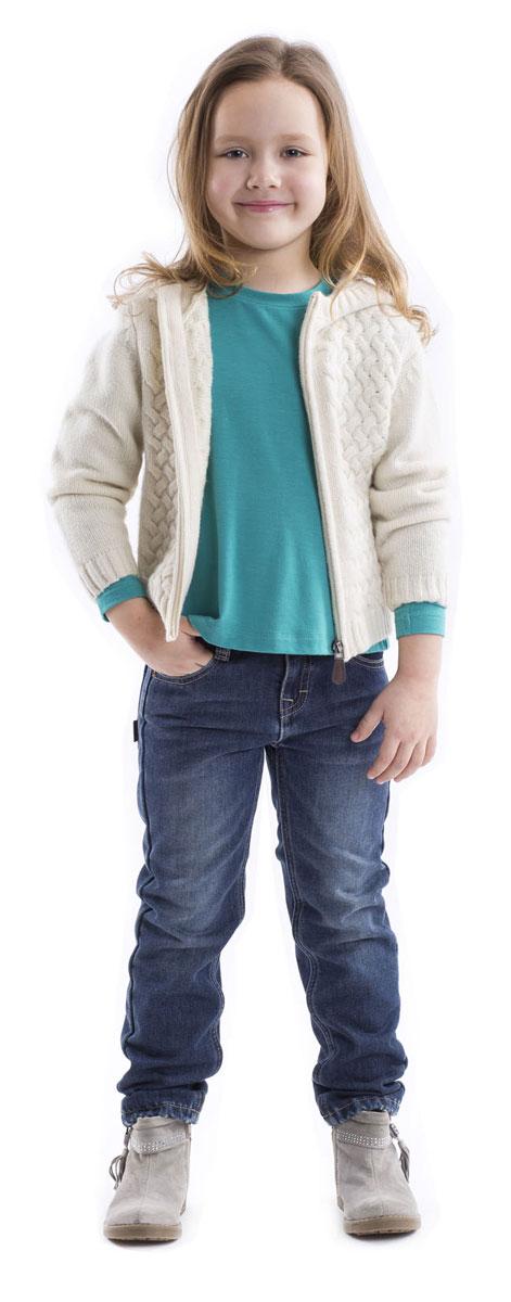 Футболка с длинным рукавом21602GMC1202Детские футболки - основа повседневного гардероба! Удобные и красивые, стильные трикотажные футболки способны добавить образу изюминку, а также подарить комфорт и свободу движений. Если вы хотите приобрести модную и удобную вещь на каждый день, вам стоит купить футболку с длинным рукавом. Она выглядит просто и лаконично, при этом не лишена индивидуальности. Трапециевидный силуэт, отрезная кокетка на спинке, позволяющая создать легкую сборку, делают футболку женственной и интересной. В оформлении футболки деликатная кожаная нашивка.