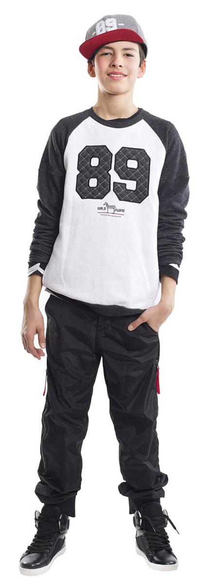 21612BTC1601Классный свитшот - необходимая вещь в гардеробе подростка, ведь свитшот для мальчика - идеальная вещь на каждый день! Удобная и практичная, модная модель сделает образ свежим и современным, а также гарантирует комфорт и свободу движений! Свитшот с крупным эффектным принтом является образцом того, какими должны быть свитшоты для подростков! Он дополнит повседневный Look контрастном и динамикой, сделав образ молодого человека стильным и энергичным!