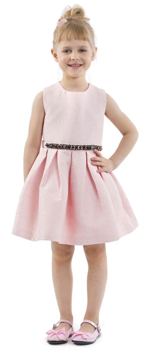 Платье216GPGMC2503Какими должны быть нарядные платья? Разными! Кто-то предпочитает купить платье - пышную модель как у настоящей принцессы, но кто-то выбирает стильные лаконичные решения с изюминкой и загадкой. Нежное платье из благородного жаккардового полотна - идеальный вариант для тех, кто ценит изящество и элегантность. Черный пояс, расшитый стразами подчеркнет торжественность момента.
