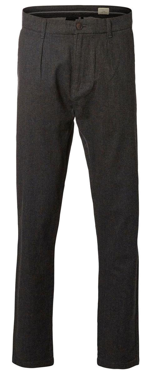 Брюки16054273_Dark GreyМужские брюки Selected Homme прямого кроя и стандартной посадки изготовлены из эластичного хлопка. Брюки застегиваются на ширинку на застежке-молнии и пуговицу. Изделие оснащено двумя втачными карманами спереди и двумя прорезными карманами сзади.