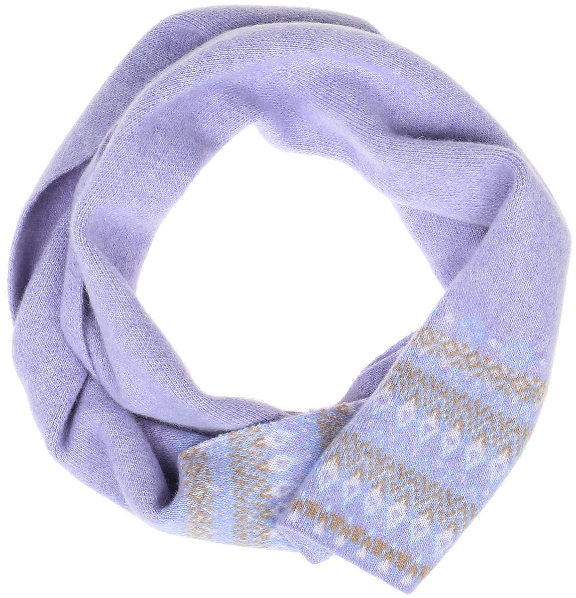 W16-32123_711Женский шарф Finn Flare, выполненный из шерсти с добавлением нейлона, очень мягкий, теплый и приятный на ощупь. Модель оформлена вязаным орнаментом и дополнена металлической пластиной с названием бренда.
