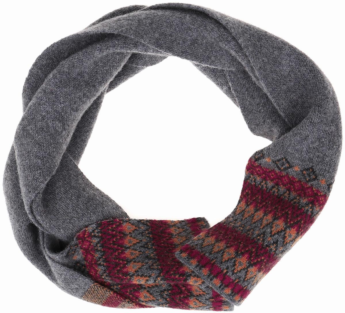 ШарфW16-32123_711Женский шарф Finn Flare, выполненный из шерсти с добавлением нейлона, очень мягкий, теплый и приятный на ощупь. Модель оформлена вязаным орнаментом и дополнена металлической пластиной с названием бренда.