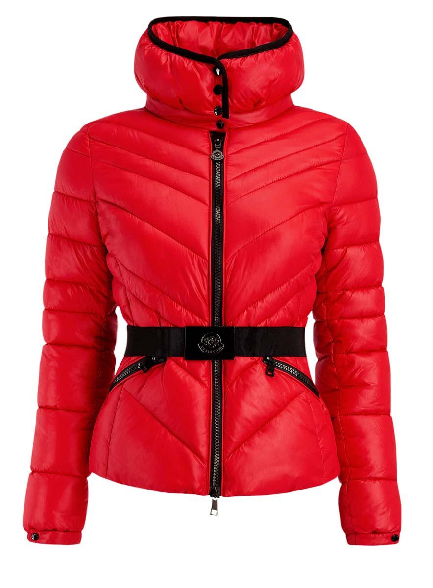 Куртка10204042/45757/4500NЖенская куртка oodji Ultra изготовлена из высококачественного полиамида. В качестве утеплителя используется полиэстер. Модель с объемным воротником-стойка застегивается на застежку-молнию. Воротник оснащен застежками-кнопками. Спереди расположены два прорезных кармана с застежками-молниями. Манжеты рукавов дополнены эластичными резинками и регулирующими хлястиками с кнопками. На талии модель дополнена эластичным поясом с металлической пряжкой.