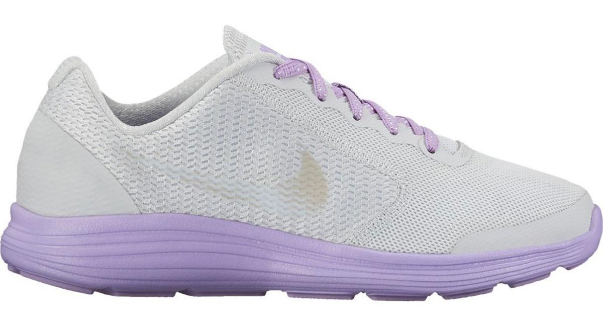 Кроссовки859602-002Стильные беговые кроссовки для девочки Revolution 3 от Nike выполнены из воздухопроницаемого сетчатого материала и дополнены бесшовными накладками из ПВХ для поддержки. Внутренняя поверхность и стелька из текстиля комфортны при движении. Шнуровка надежно зафиксируем модель на ноге. Промежуточная подошва обеспечивает дополнительную амортизацию. Рельефная резиновая подошва со специальными Flex-канавками для максимальной гибкости.