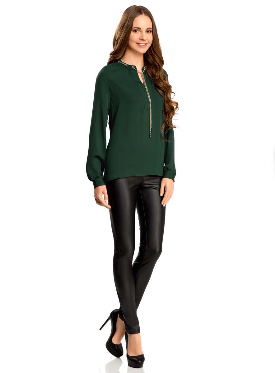 21414004/45906/4500NСтильная женская блузка oodji Collection выполнена из 100% полиэстера. Модель с V-образным вырезом горловины и длинными рукавами дополнена металлической цепочкой.
