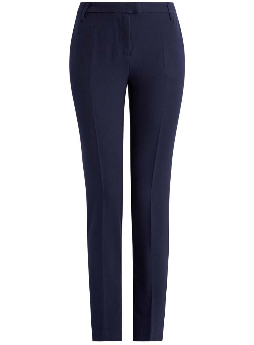 21703087-2/22434/2500NСтильные женские брюки oodji Collection изготовлены из качественного комбинированного материала. Модель-слим со стандартной посадкой выполнена в лаконичном стиле. Застегиваются брюки на застежку-молнию, потайную пуговицу и металлический крючок, а также дополнены в поясе шлевками для ремня. Спереди изделие оформлено двумя втачными карманами, а сзади двумя карманами-обманками.
