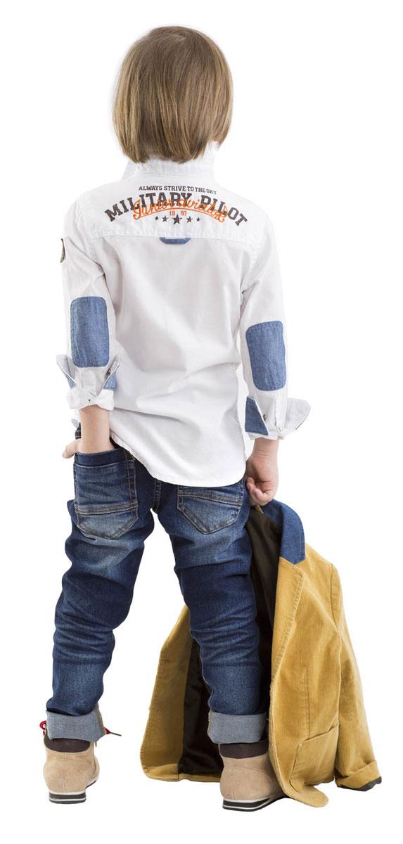 21604BMC6301Что может быть лучше любимых джинсов? Только новые фирменные джинсы с брендированной фурнитурой и классным металлическим брелоком! Удобный крой, комфортный прямой силуэт, интересное конструктивное решение, модная варка делают джинсы непревзойденной моделью по удобству и функциональности. Купить модные джинсы для мальчика, значит, сделать его образ стильным и современным!