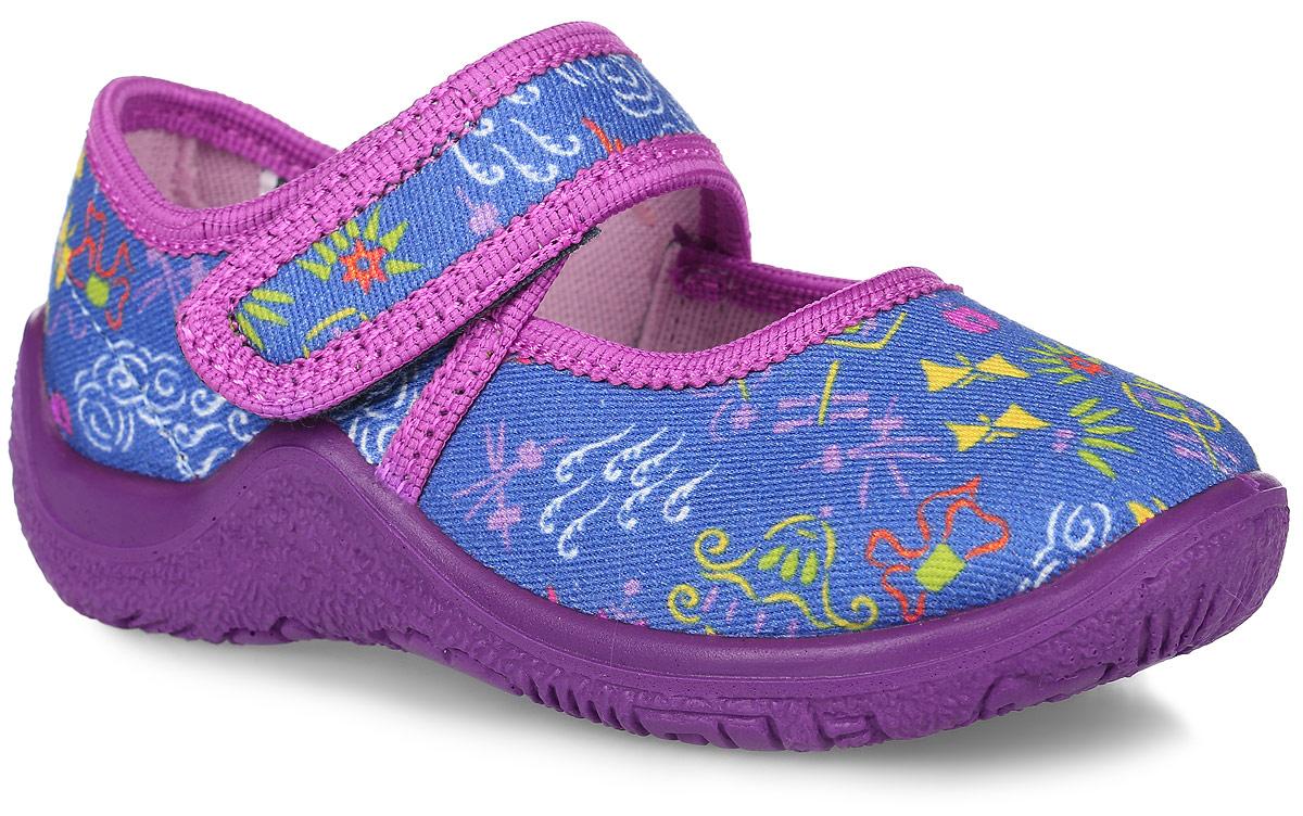 21245ф-24Домашние тапочки для девочки выполнены из текстиля, оформленного оригинальными рисунками. Удобная застежка-липучка обеспечивает практичность и комфортную фиксацию модели на ноге. Анатомическая стелька с супинатором выполнена из ЭВА-материала и натуральной кожи обеспечивает правильное формирование детской стопы и максимальную устойчивость ноги при ходьбе. Рифление на подошве обеспечивает идеальное сцепление с любой поверхностью. Усиленный задник препятствует деформации задней части верха в процессе носки.