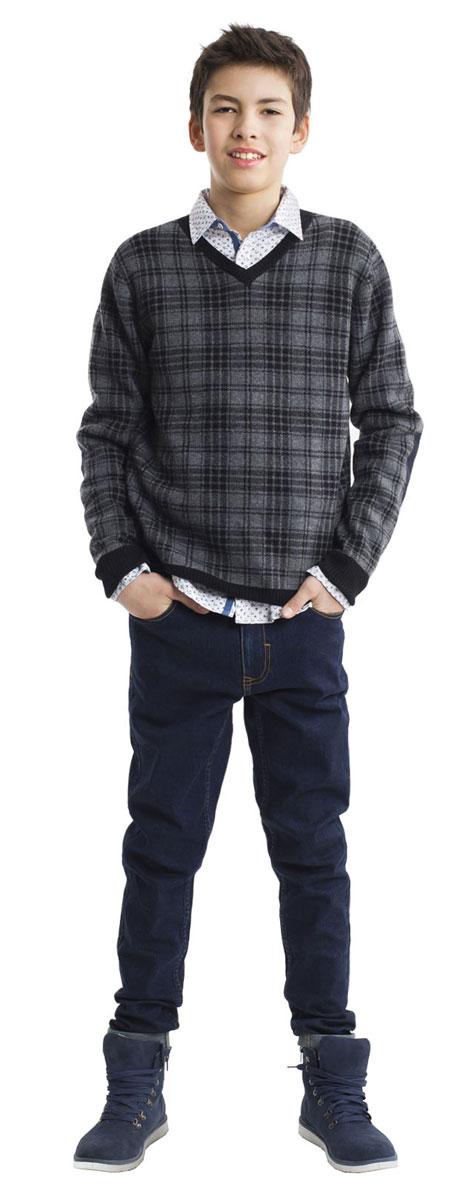 21611BTC6305Модные джинсы для мальчика Gulliver Кобальт выполнены из хлопка с добавлением полиэстера и эластана. Модель-слим застегивается на пуговицу и имеет ширинку с застежкой-молнией. На поясе предусмотрены шлевки для ремня. Регулировка в поясе на эластичной тесьме с пуговицами обеспечит идеальную посадку по фигуре. Спереди расположены два втачных кармана и один накладной, сзади - два накладных кармана.