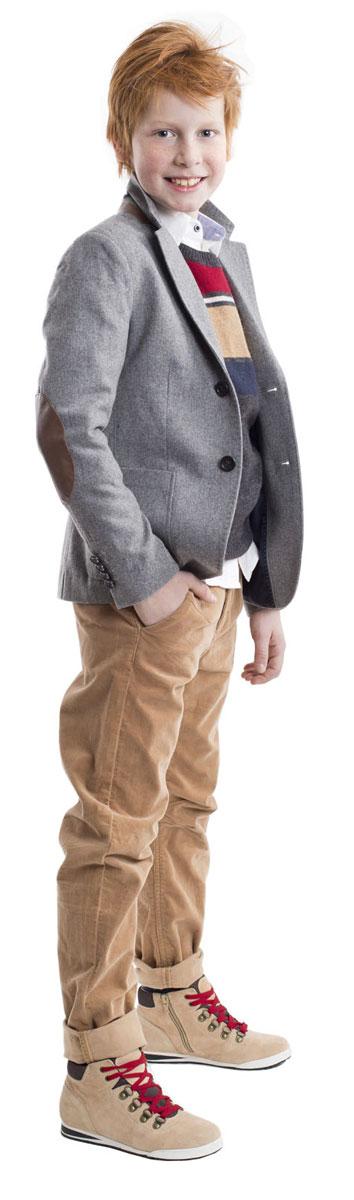 21607BKC6302Вельветовые брюки - хит сезона! Выполненные из мягкого хлопка с эластаном, брюки идеально садятся на любую фигуру, обеспечивая комфорт в повседневной носке. Бежевые брюки для мальчика - изделие из разряда Must Have! Они выглядят элегантно и соответствуют самым актуальным трендам сезона. Если вы решили купить стильные брюки на каждый день, обратите внимание на эту модель! Они прекрасно гармонируют с любым верхом, создавая красивый благородный образ.
