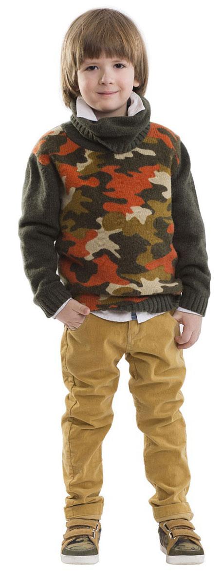Свитер21604BMC3301Теплый свитер для мальчика - вещь совершенно необходимая! Любителям долго гулять в любую погоду, свитер с горлом подарит уют и комфорт. Интересный дизайн модели не позволит пройти мимо! Природная цветовая гамма, воплощенная в рисунке в стиле милитари - яркий акцент этой модели и всей коллекции в целом! Если вы решили купить детский свитер, эта модель - достойнейший выбор! Прекрасный состав пряжи обеспечит тепло и мягкость.