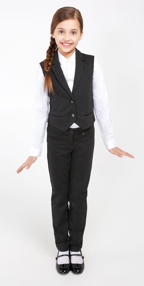Брюки20240160005_2000Удобные брюки для девочки Acoola Messer1_ind идеально подойдут вашей маленькой моднице. Изготовлены из высококачественного материала. Брюки застегиваются на пуговицу в поясе и ширинку на застежке-молнии. Объем пояса регулируется при помощи эластичной резинки с пуговицами изнутри. Модель сзади дополнена двумя накладными карманами.