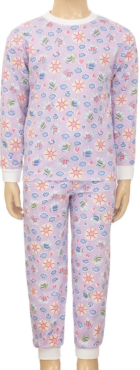 ПижамаПЖ1803-53Уютная детская пижама M&D, состоящая из лонгслива и брюк, изготовлена из натурального хлопка. Лонгслив с длинными рукавами и круглым вырезом горловины оформлен оригинальным принтом. Брюки на талии имеют эластичную резинку. Вырез горловины, манжеты рукавов и низ брючин дополнены трикотажными резинками.