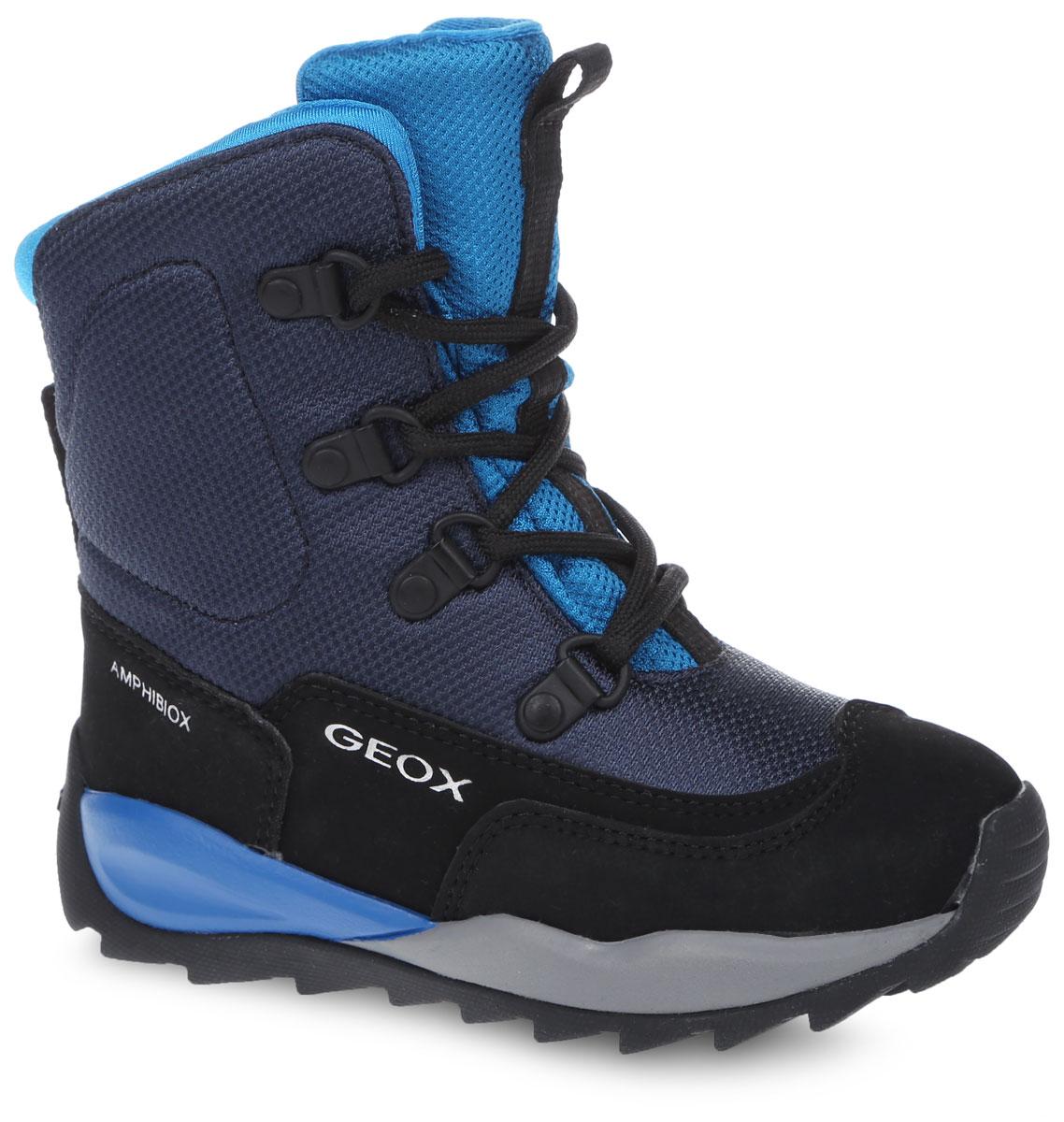 J640BE-01150-C4247Теплые ботинки Geox выполнены из высококачественного плотного текстиля и искусственной кожи. Модель оформлена прострочкой и фирменными надписями. На ноге модель фиксируется с помощью шнурков. Верхняя часть внутренней поверхности выполнена из мягкого текстиля. Подкладка из искусственного меха обеспечит тепло. Стелька выполнена из мягкого ЭВА-материала с поверхностью из искусственного меха. Подошва выполнена из прочной резины и дополнена протектором, который гарантирует отличное сцепление с любой поверхностью.