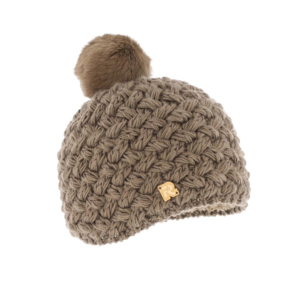 ICE 8161Теплая вязаная шапка R.Mountain выполнена из акрила. Модель оформлена нашивкой в виде логотипа бренда. Шапка дополнена пушистым помпоном из натурального меха. Подкладка полностью выполнена из ворсистого плюша, который обеспечит тепло и комфорт.