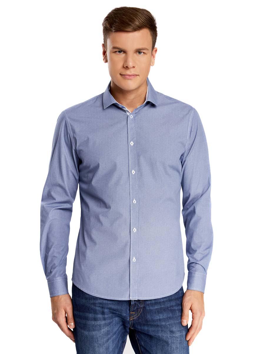 Рубашка3L110202M/19370N/1075GСтильная мужская рубашка oodji выполнена из натурального хлопка. Модель с отложным воротником и длинными рукавами застегивается на пуговицы спереди. Манжеты рукавов дополнены застежками-пуговицами. Оформлена рубашка оригинальным принтом в мелкий узор.