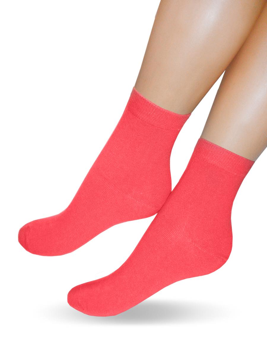 200_СестреКлассические женские носки Touch Gold изготовлены из лучших сортов хлопка с добавлением эластановых волокон, которые обеспечивают повышенную износостойкость и превосходную посадку. Модель со стандартным паголенком оформлена в лаконичном дизайне и дополнена оригинальной этикеткой-открыткой. Такие носочки послужат отличным вариантом для подарка.