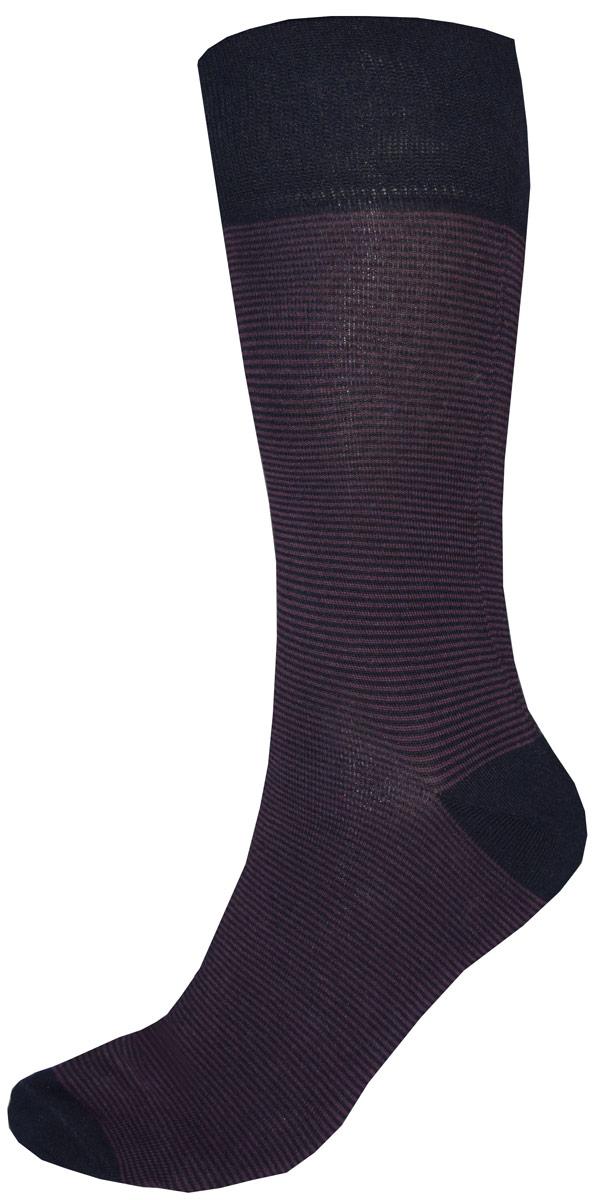 C812Мужские носки Burlesco изготовлены из высококачественного хлопка с добавлением полиэстера, полиамида и эластана. Носки комфортно прилегают к ноге без образования складок. Идеальны для повседневной носки. Изделие оснащено широкой эластичной мягкой резинкой. Мысок и пятка усилены. Оформлены узором в виде полос.